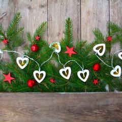 Weihnachtshintergrund - Tannengrün mit Lichterkette