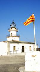 Faro de Cap de Creus y bandera catalana, Girona