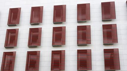 Ventanas de un moderno edificio en Barcelona
