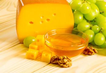 Smoked cheese, honey, walnuts and grapes