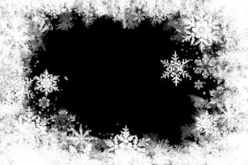 natürlich gewachsene Eiskristalle auf schwarzem Grund