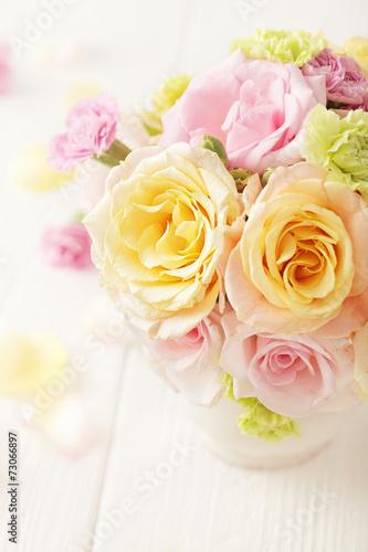 Papiers peints Roses bouquet of flowers in a vase