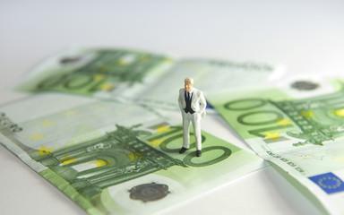 Businessman, homme d'affaires sur des billets en euros