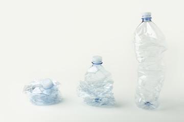 Bottiglie di plastica accartocciate