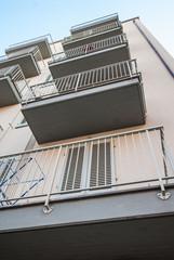 Palazzo nuovo con balconi veduta frontale, facciata