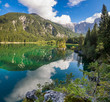 panorama górskiego jeziora w Alpach włoskich