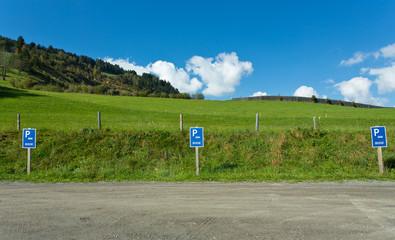 Busparkplatz in der Natur