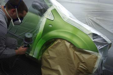 atelier de carrosserie - cabine de peinture