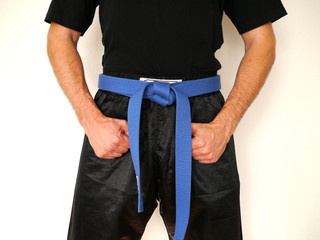 Kampfsport Kämpfer blauer Gürtel