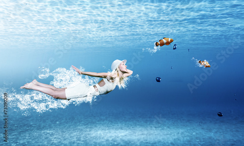 canvas print picture Woman underwater