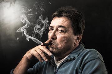 fumando il sigaro