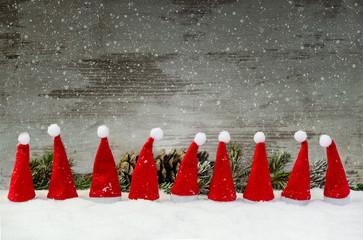 Neun kleine Weihnachtsmützen.....