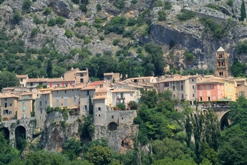 paese medievale mounstiers sainte marie provenza francia