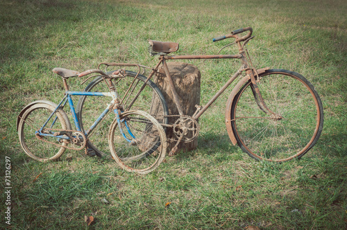Foto op Aluminium Fiets Antique or retro rusty bicycles outside