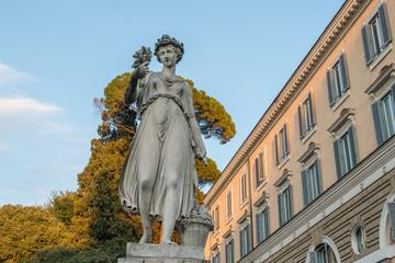 Roma, piazza del Popolo, statua dell'estate