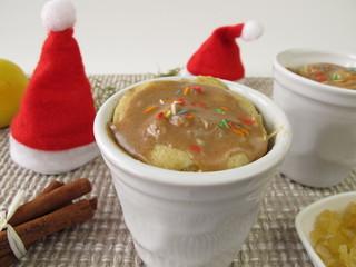 Weihnachtlicher Mug Cake mit Zitronat und Zimtguss