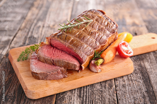 canvas print picture roast beef on board