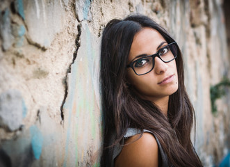 Beautiful brunette woman with sunglasses