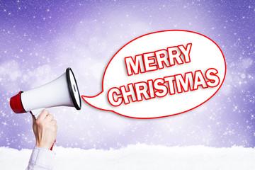 Megafon vor festlichem Hintergrund mit Merry Christmas Nachricht