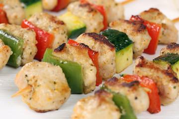 Gegrillte Fleischspieß Gericht mit Gemüse