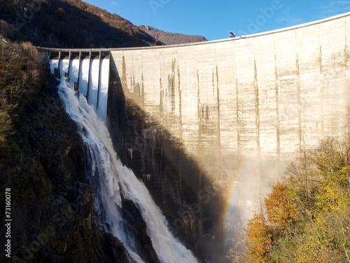 Keuken foto achterwand Dam Dam of Contra Verzasca, spectacular waterfalls