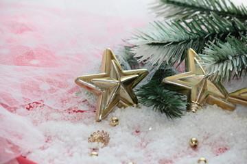 adornos de navidad en la nieve