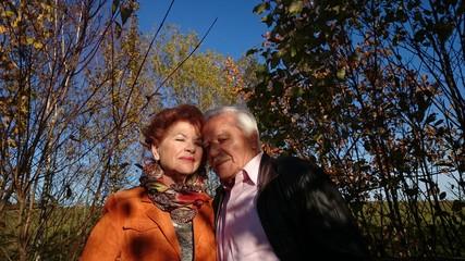 Rentner genießen zweisamkeit
