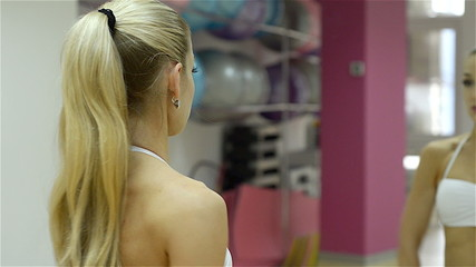 beautiful young woman doing a beautiful figure in the gym