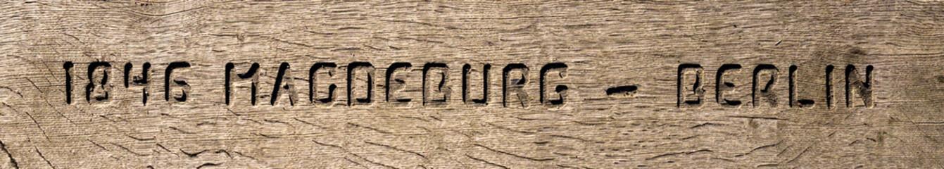 Schriftzug auf Holz 02937