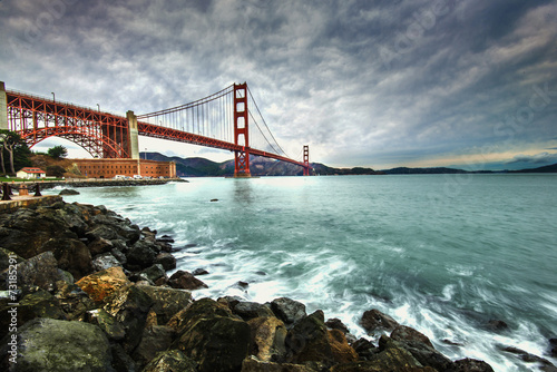 Foto op Aluminium San Francisco Golden Gate Bridge after raining