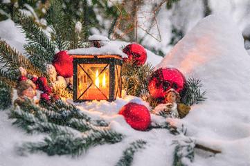 Weihnachtliche Stimmung im Schneefall