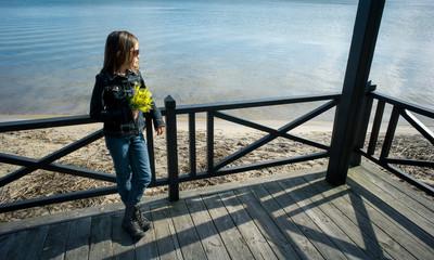 bord du lac avec un bouquet