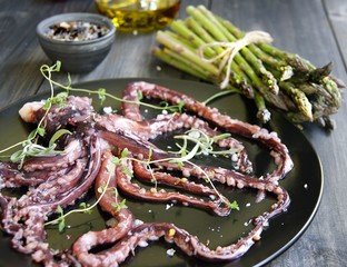 Fresh squid with an asparagus