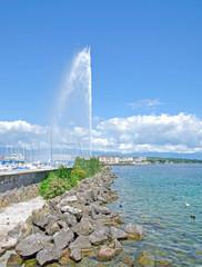 die berühmte Wasserfontäne in Genf am Genfersee