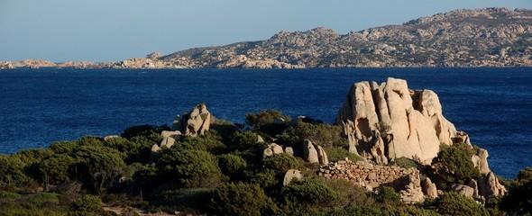 panorama tipico delle coste sarde