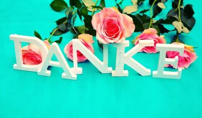 Danke - Buchstaben mit Rosen