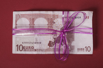 Euro banknote as a gift 2