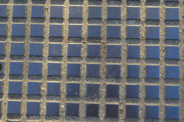 tile pattern on manhole cover