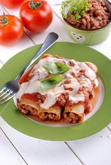 cannelloni al ragù di carne - tradizionale ricetta italiana
