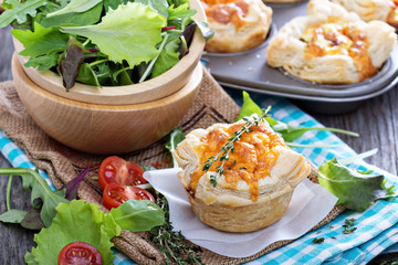 Mini quiche with puff pastry