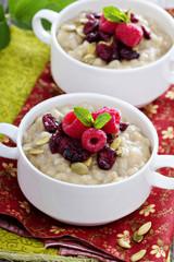 Breakfast porridge with barley, cornmeal and oats