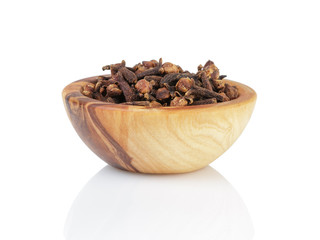 heap of dried cloves in bowl