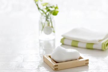 バスルームの石けん 泡 石鹸