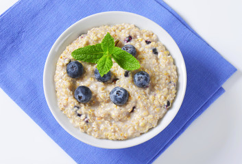 Whole grain oat porridge