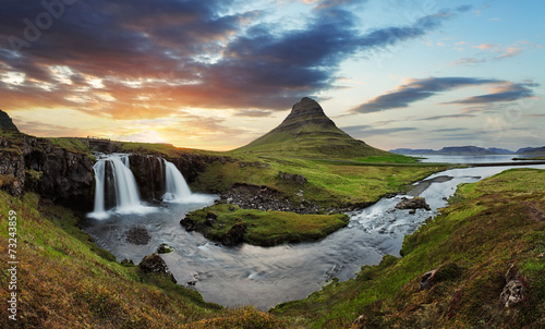 Aluminium Vulkaan Iceland landscape with volcano and waterfall