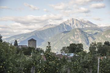Äpfel, Kastell und Berge