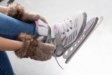 Tying laces of ice figure skates