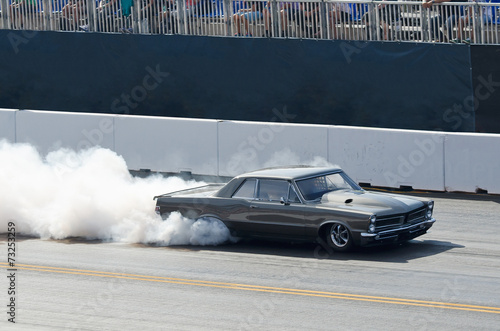 Plexiglas Motorsport Funny Car beim Burnout