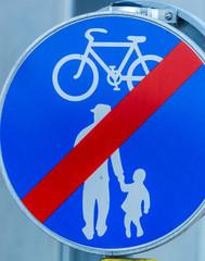 Radweg und Gehweg