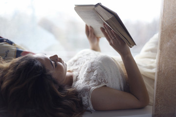 girl lying and reading